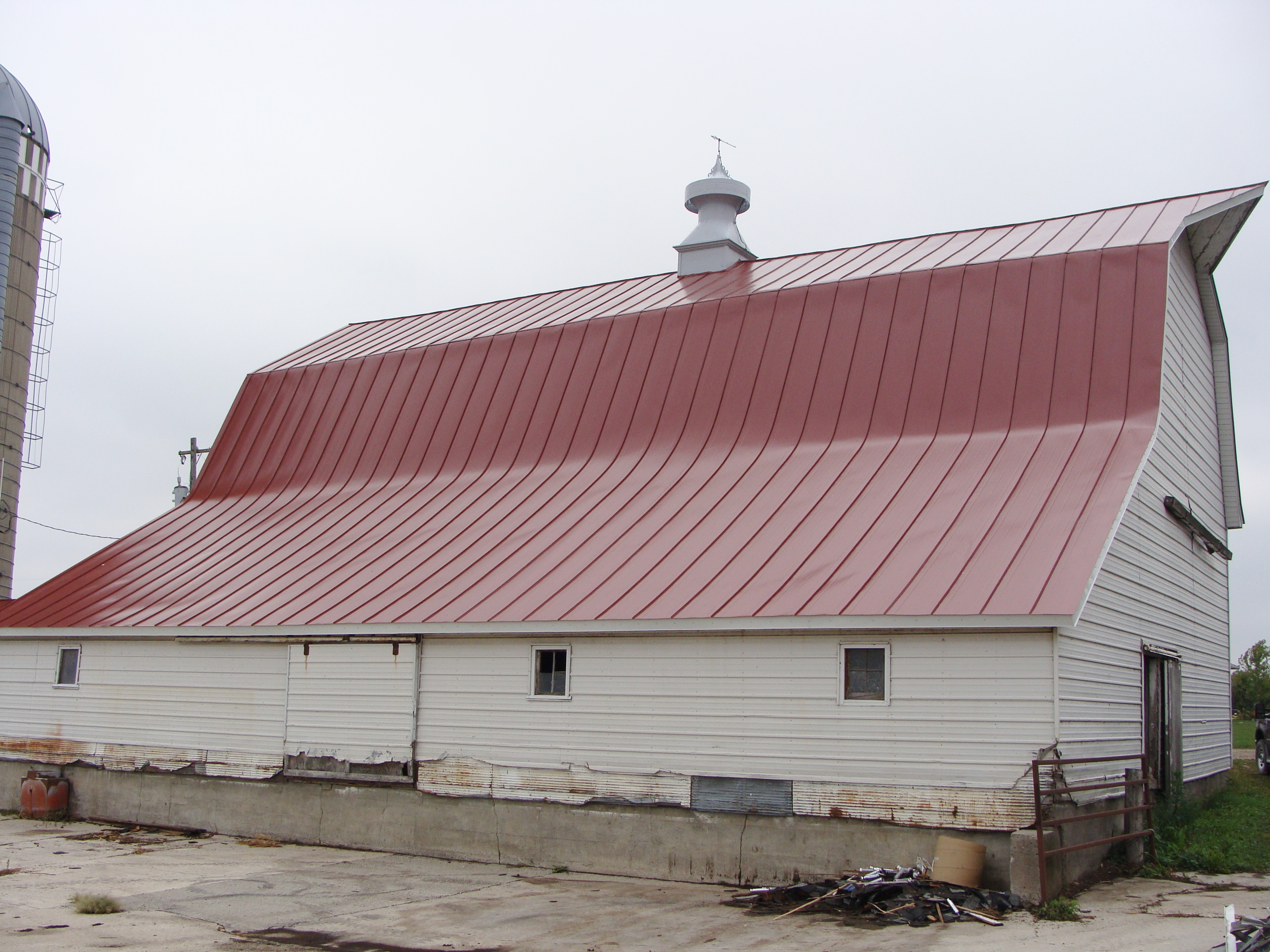 hip barn agricultural double lock standing seam sheet metal roofing dark colonial red culpitt wisconsin iowa illinois minnesota north dakota