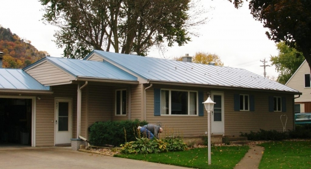 standing seam sheet metal roofing light sky blue house residential wisconsin minnesota iowa illinois north dakota