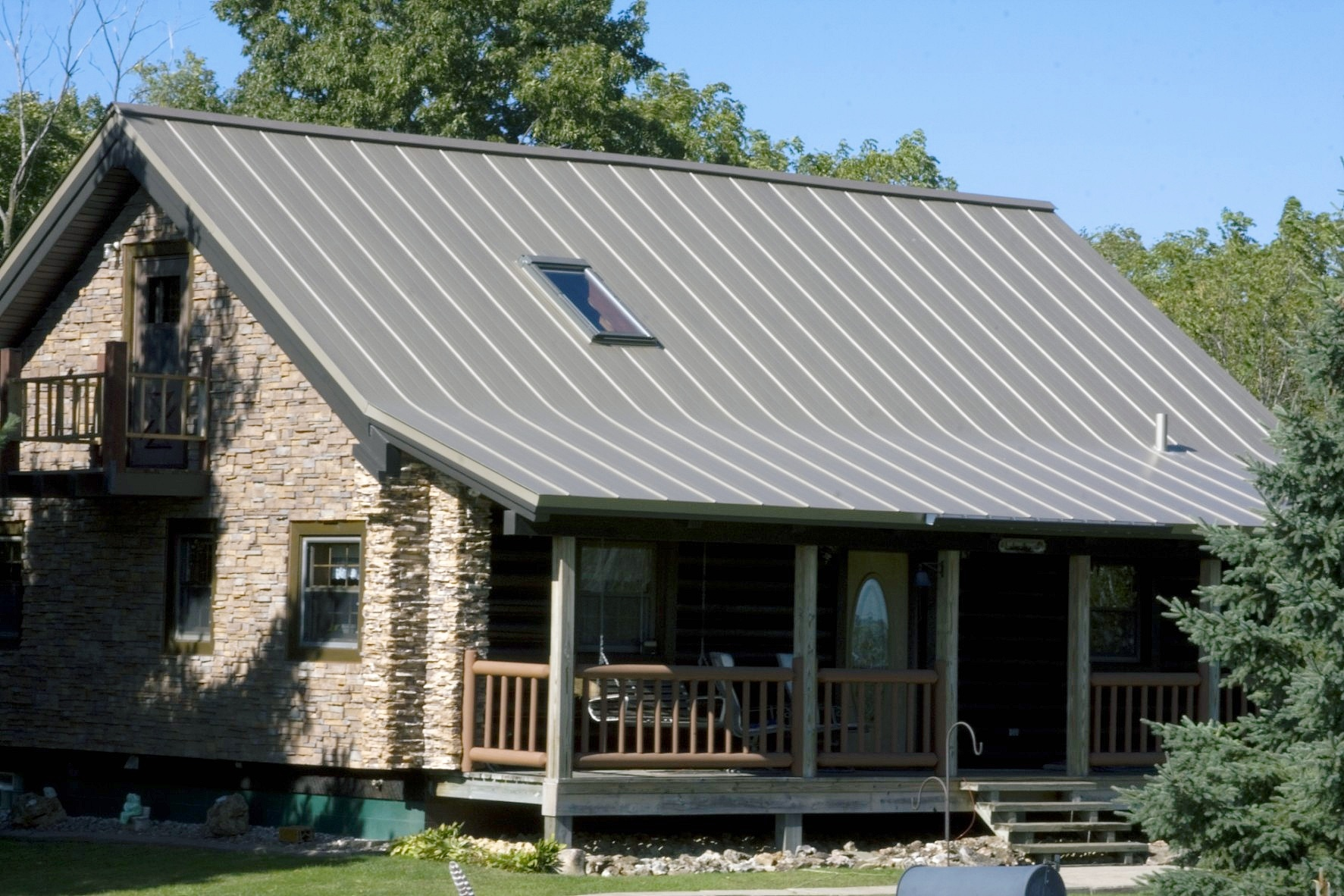 metal roofing standing seam grey champagne wisconsin iowa minnesota illinois north dakota silver house residential sheet