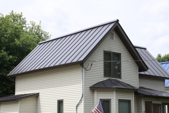 Standing seam sheet metal roofing house residential brown dark bronze grey black wisconsin minnesota iowa illinois north dakota